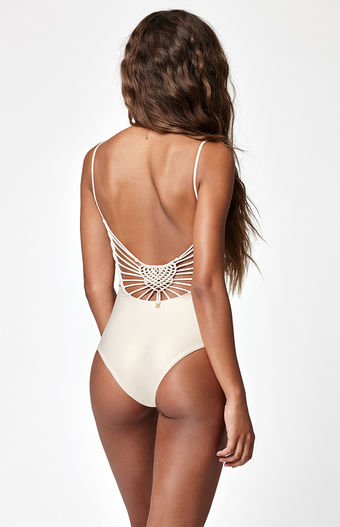 Back Lacing - Putting a spin on the classic front tie ups, back lacing seriously brings up the oomph factor in swimwear. These intricate little swimsuits hug your curves perfectly and make that killer beach body look even more fabulous. Pair this up with oversized shades and you are ready to rock that retro look.