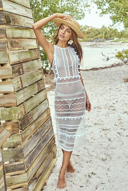 See-through cover ups - Transparent fabrics, lace, crochet and natural fibres punctuate the beach exits. Highlight the white and earthy tones, which harmonize well with all prints. Jacqueline De Biase, of Salinas, says