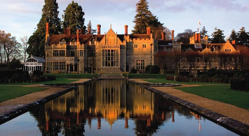 …the band were extremely fun without compromising their professionalism! - Pip & Steve PerryRhinefield House, BrockenhurstHampshire (New Forest)