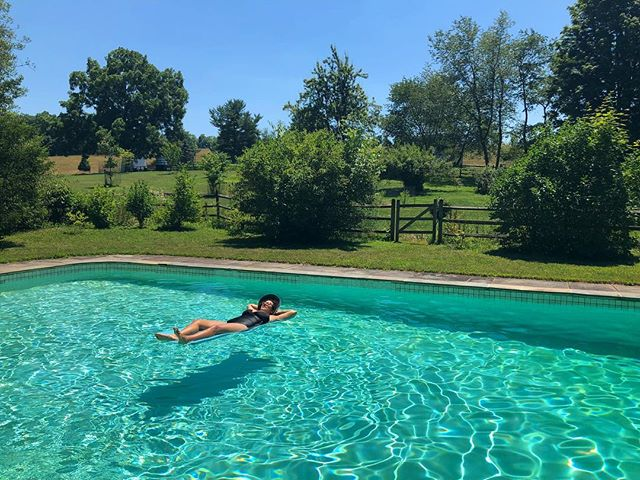 💦This travel blog is demanding you to relax. Even if you travel to your own backyard to do it. . . . . . #travel #travelblogger #traveltips #outside #outdoors #travelgram #naturelovers #pool #relax #relaxing #relaxation #wellness #philadelphia #pennsylvania #lesbian #lgbt #lesbians #friyay #fbf #pride🌈