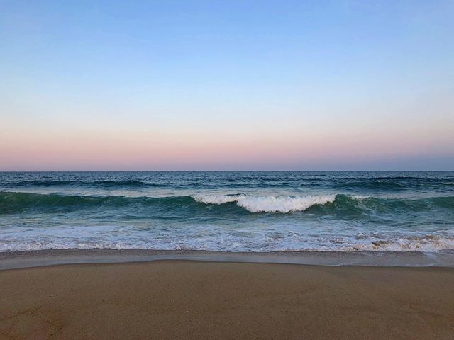 🌊Which wave are you going to catch next? If you get the chance, head on over to this beach one day. It's got everything from surfing, biking, fishing, and more! . . . . . #belmar #newjersey #lgbt #sunset #travel #travelblogger #nomad #digitalnomad #travels #ocean #sky #waves #earth #outdoors #play #beautiful
