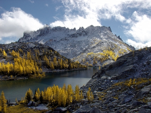 This is one of the bigger lakes of the Enchantments.