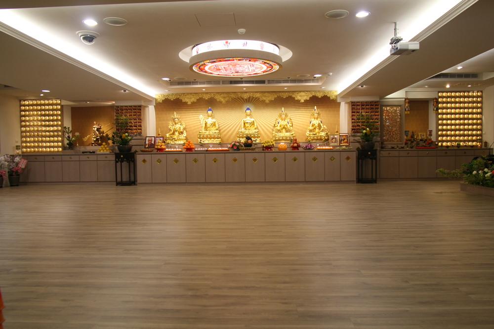 佛光普照 佛堂莊嚴 Buddha enlightenment at the solemn Buddha hall