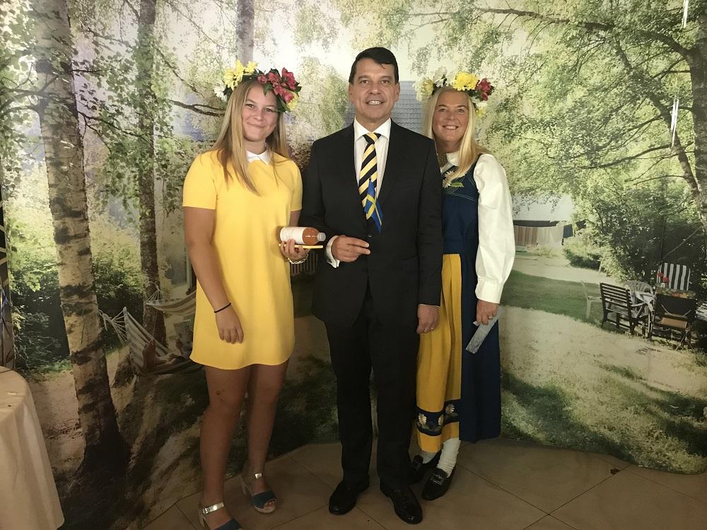 Ambassador Henrik Landerholm with family.