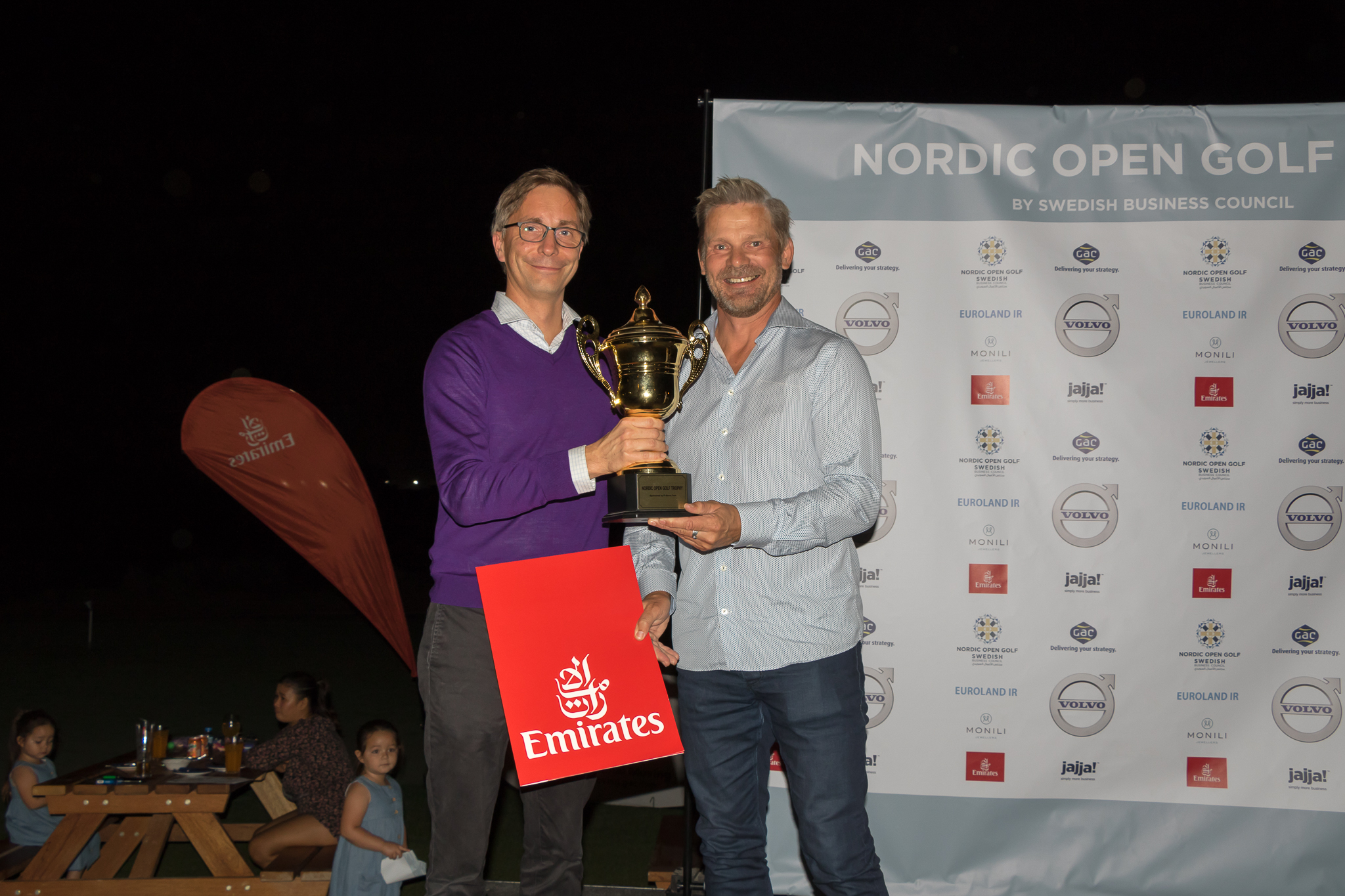 Winner Jari Tuominen (right), and Volvos Fredrik Samuelson.