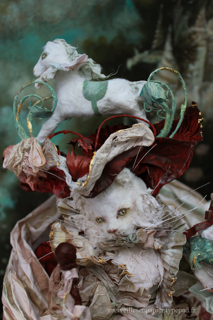 chatte-blanche-et-son-cheval-de-bois-18.jpg