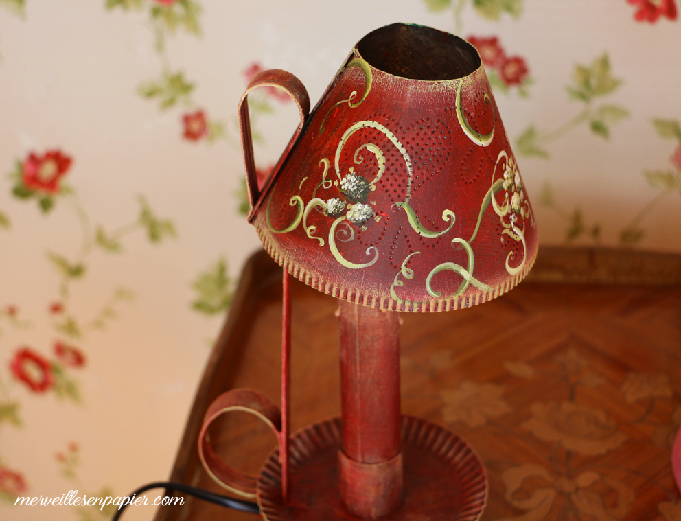 The lamp you saw in the video with her freshfloral pattern
