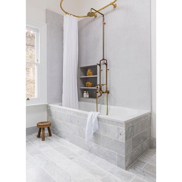 A little sneak peek of one of the bathrooms @dominolocationhouse #daystogo #nofilter #marble #brass #faucet #bathroom #tadelakt #interiors #interiorstylist #interiordesign #interiorstyling #dominolocationhouse 📸 @oli_douglas