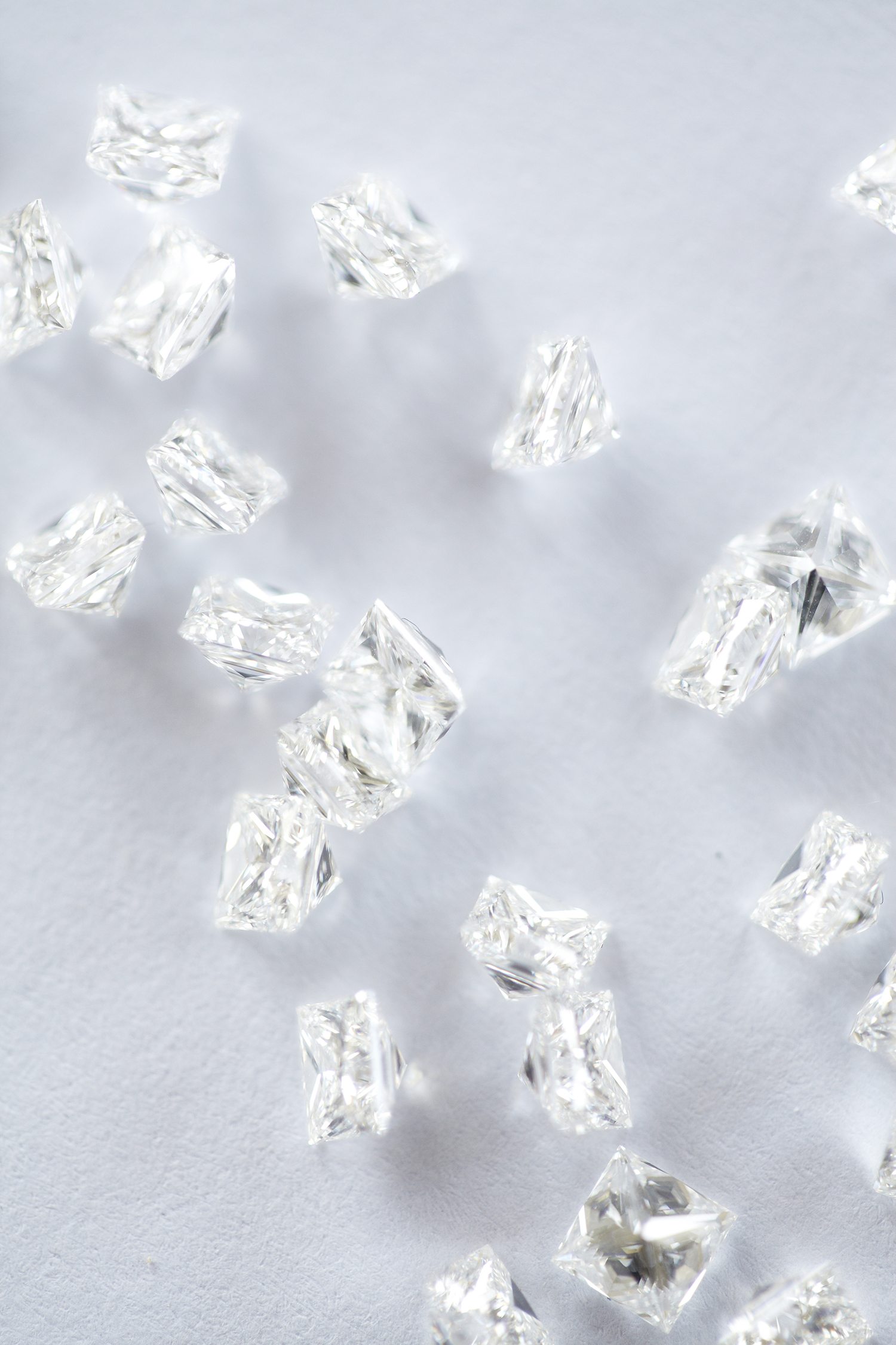 Experience the world's best diamond shopping with a Graduate Gemologist at your side. -