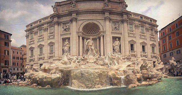 #tb to the day we went to #romeitaly and the quick visit to Trevi fountain, portrait by @renatasurian