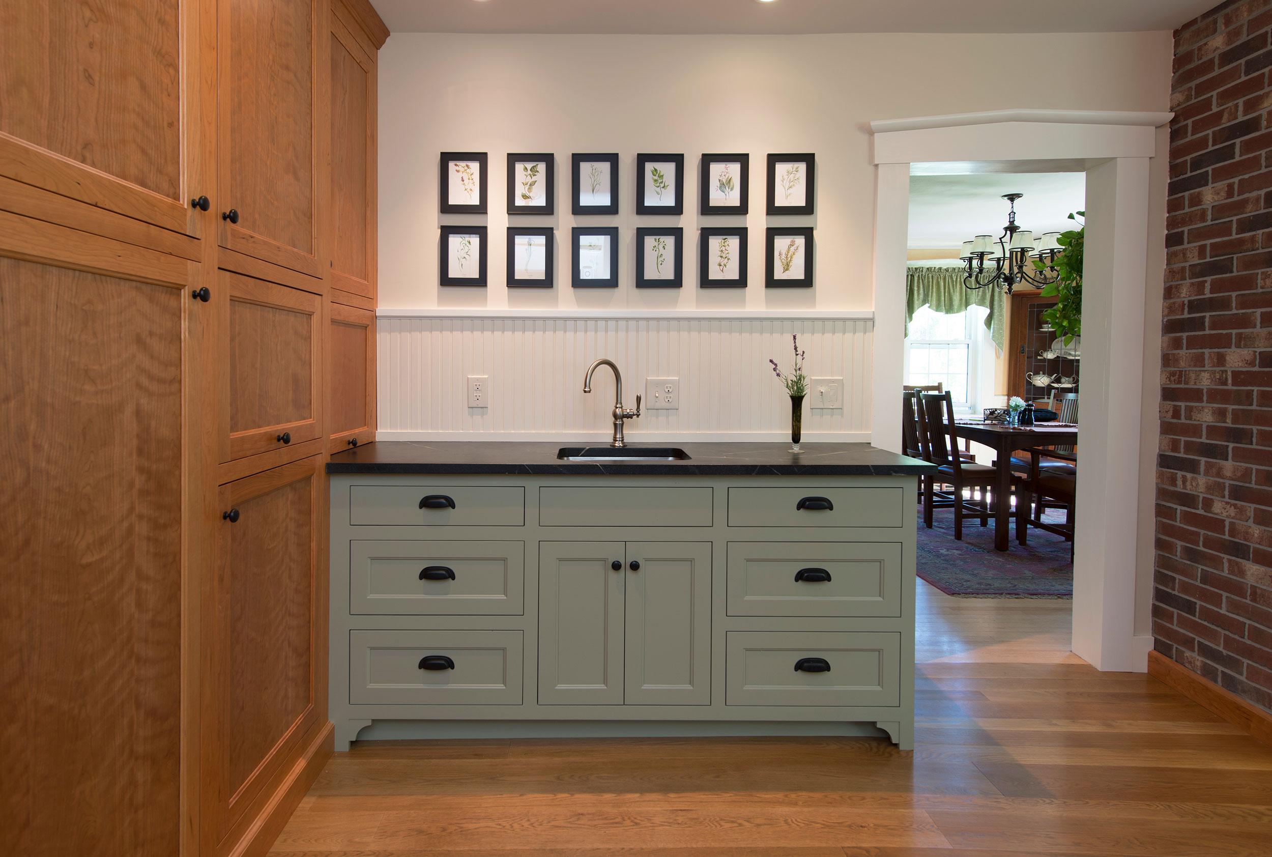 Vanity-in-historic-new-hampshire-home_DSC0085.jpg
