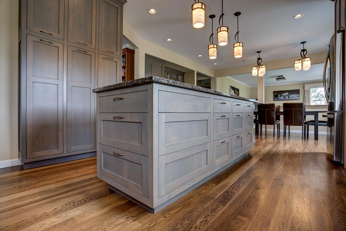 Modern-kitchen-island.jpg