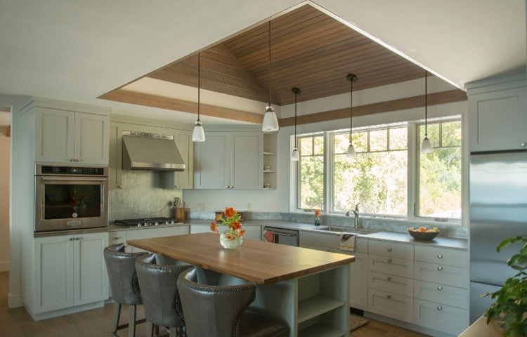 Lakehouse Retreat - no faceframe style - No faceframe style kitchen in pale grey