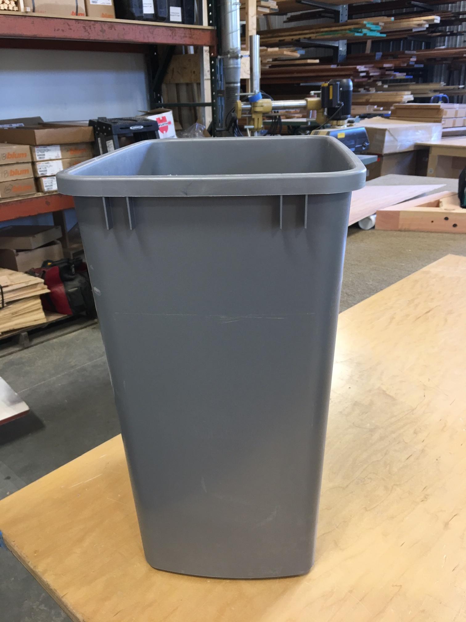 1 trash bin