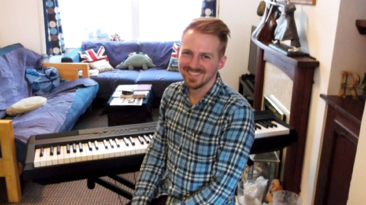 Me at the keyboard before my show at Angelika and Ricky's house in Southampton. (Photo by Rex Duffy)