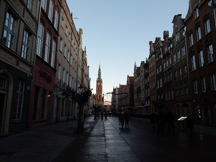 A view of Long Lane from Golden Gate, already in shadow on this short winter day. In the distance, Ratusz Głównego Miasta (Main Town Hall), home of the Gdańsk History Museum, is still enjoying some daylight.