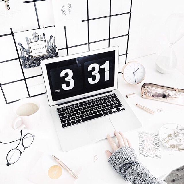 Some desk inspiration for your Wednesday! 💻 Want to grow your sales on Walmart.com, Jet.com, and on Amazon? We can make it happen! Talk to our experts at Lentz & Company today for more info 👍🏻 #infoinbio #deskinspo #ecomm