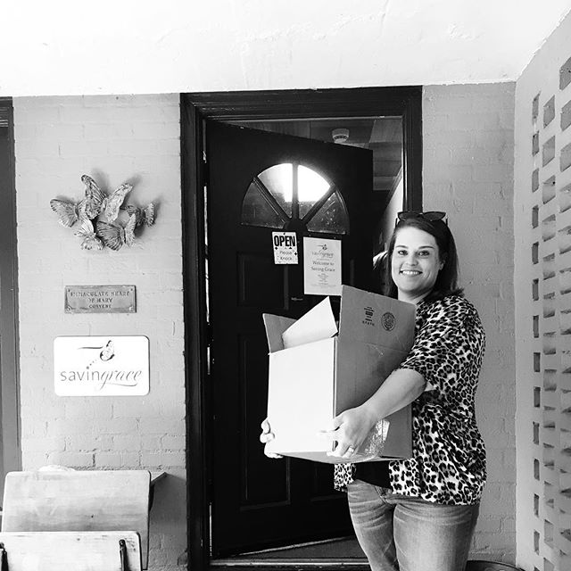 Here's a snap of Carrie dropping off donations for @savinggracenwa 🎁 Saving Grace does so much to help the women in our community and they are a wonderful organization. We highly recommend requesting a tour of their home! 🏠 Our office took a tour of Saving Grace last year and it was an incredible experience! 👍🏻 #savinggracenwa #communityfirst #lifeatlentz
