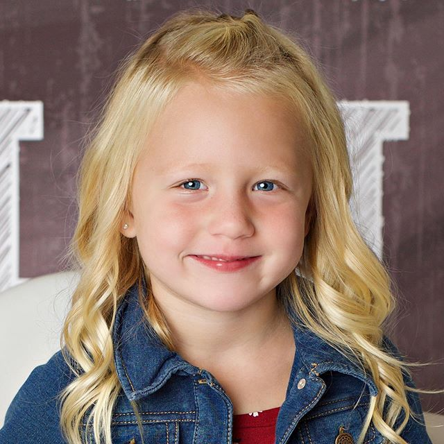I am dying of a cuteness overload right now! I just got Brookie's preschool pictures! So freaking cute! 😍 She is loving every minute of preschool! 🙌🏻