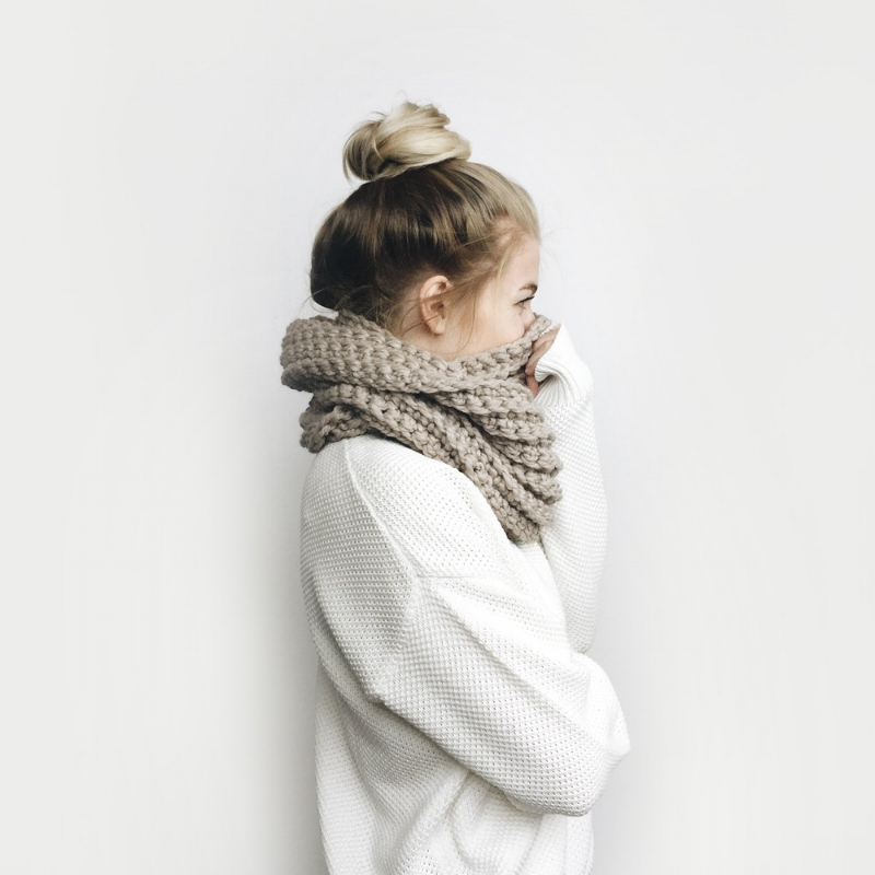 The Léogâne Chunky Knit Scarf by DeBrosse NYC