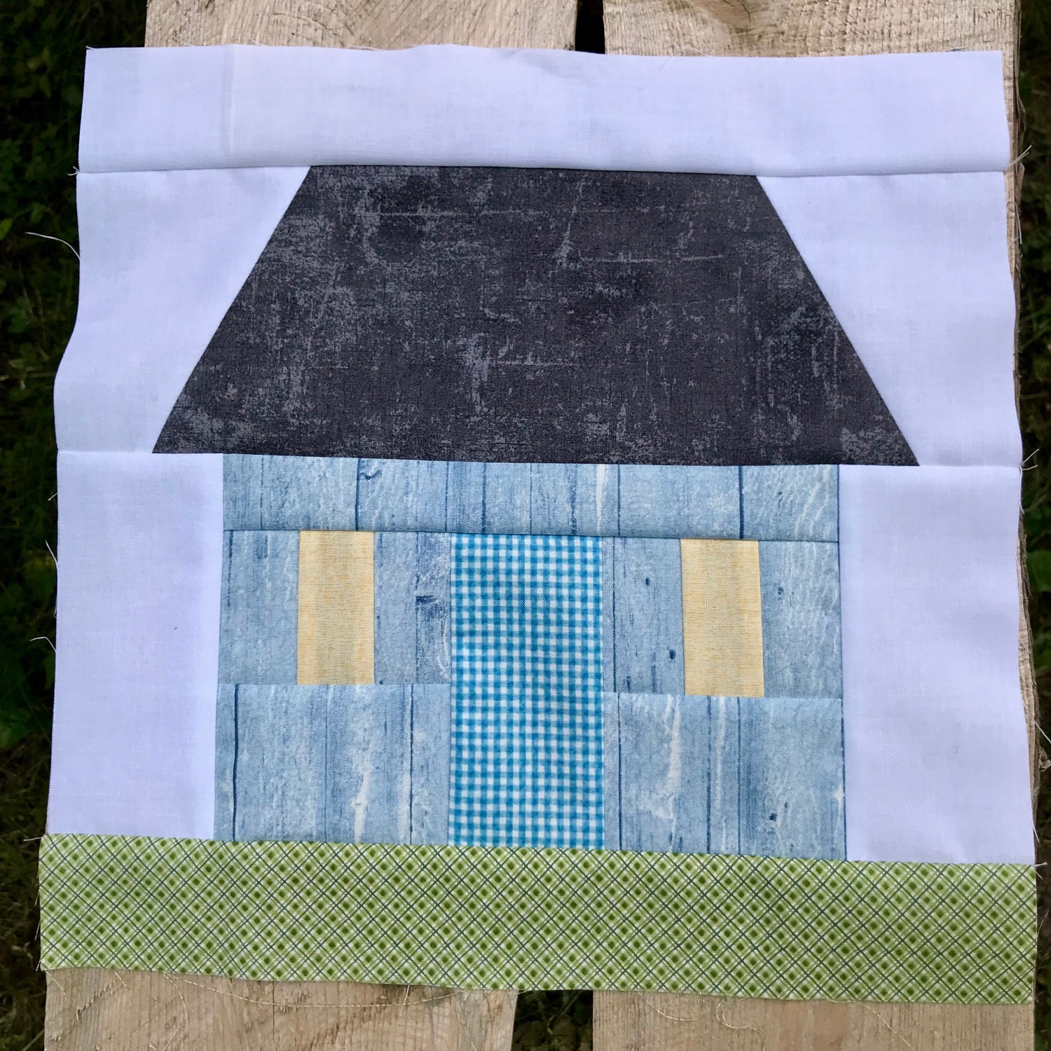I think this block speaks for itself...and changing the fabrics and colours to reflect your home or cottage will make it more personal.