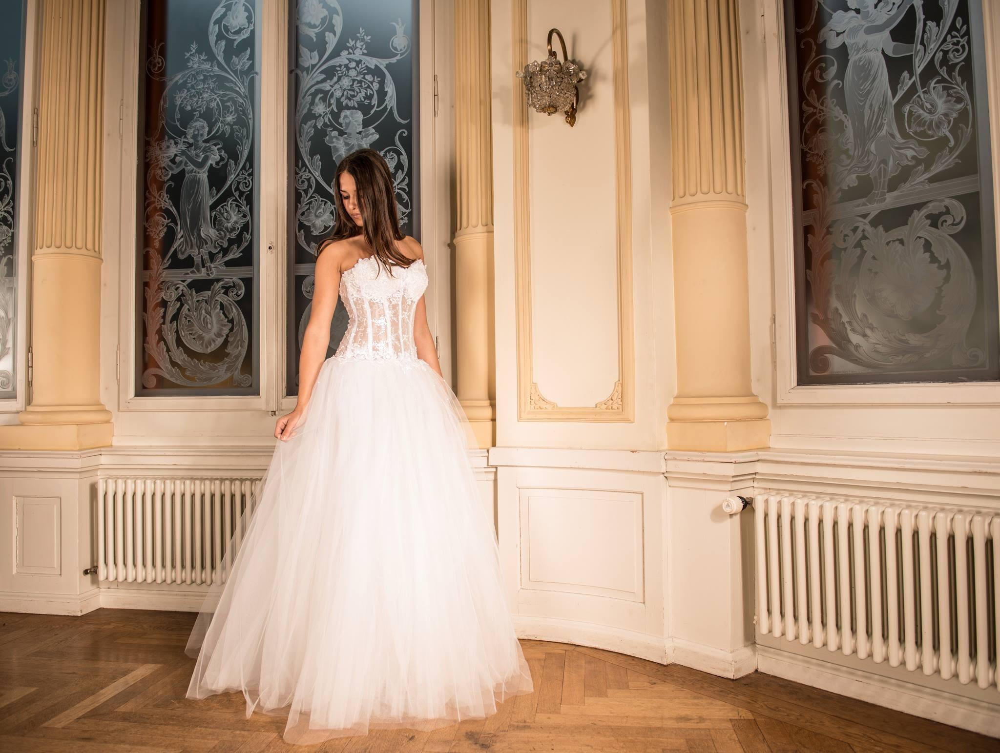 wedding-dress-301817.jpg