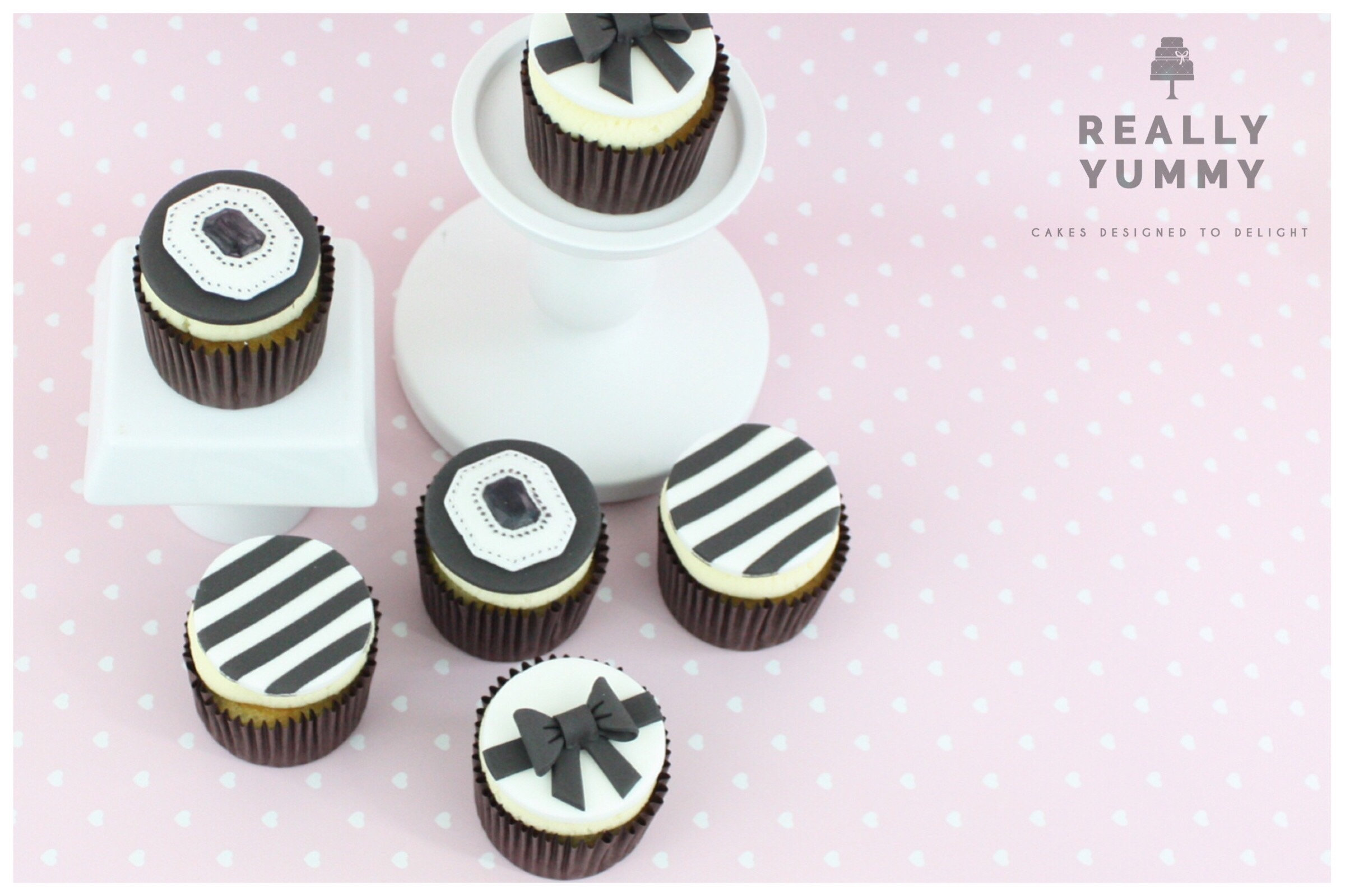 Monochrome cupcakes