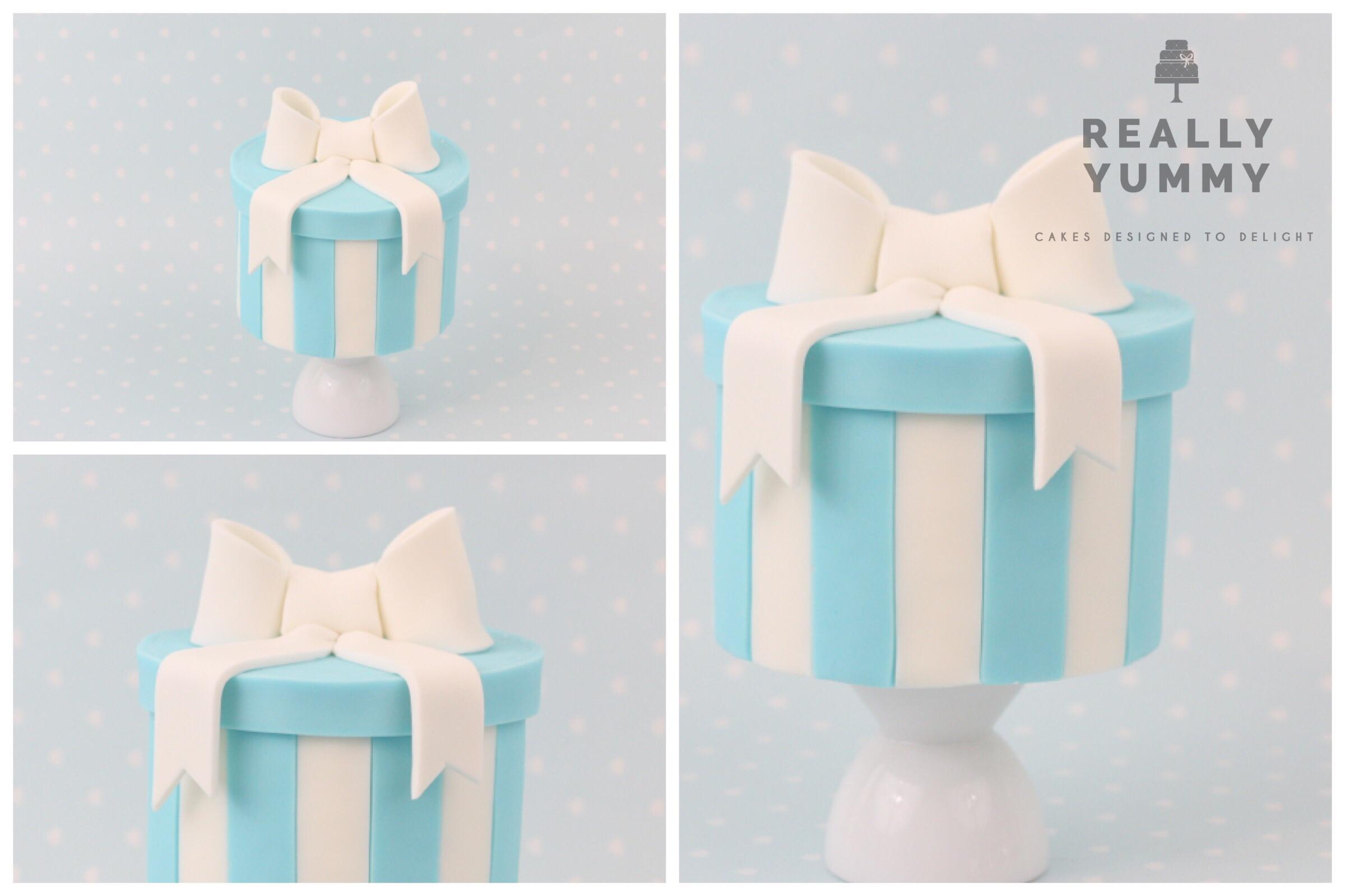 Tiffany blue hatbox cake