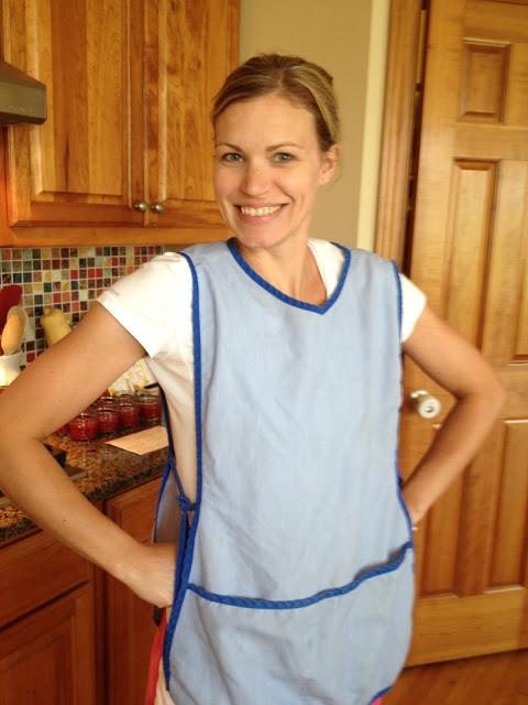 I made mention of my grammy's lunch-lady apron in my pie making post. It seemed appropriate to wear for jam-making in her honor as well. Every cook needs a lunch lady apron! See how much better coverage you get? The pockets are just a bonus.