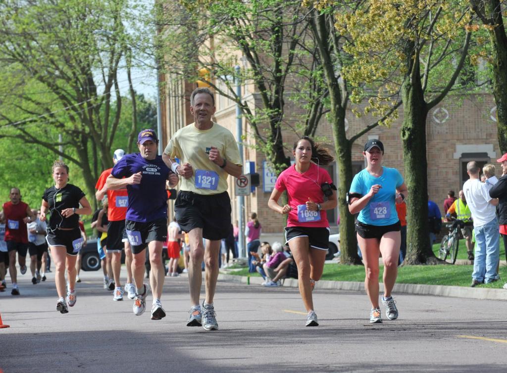 Runners enjoy springtime weather in Iowa.
