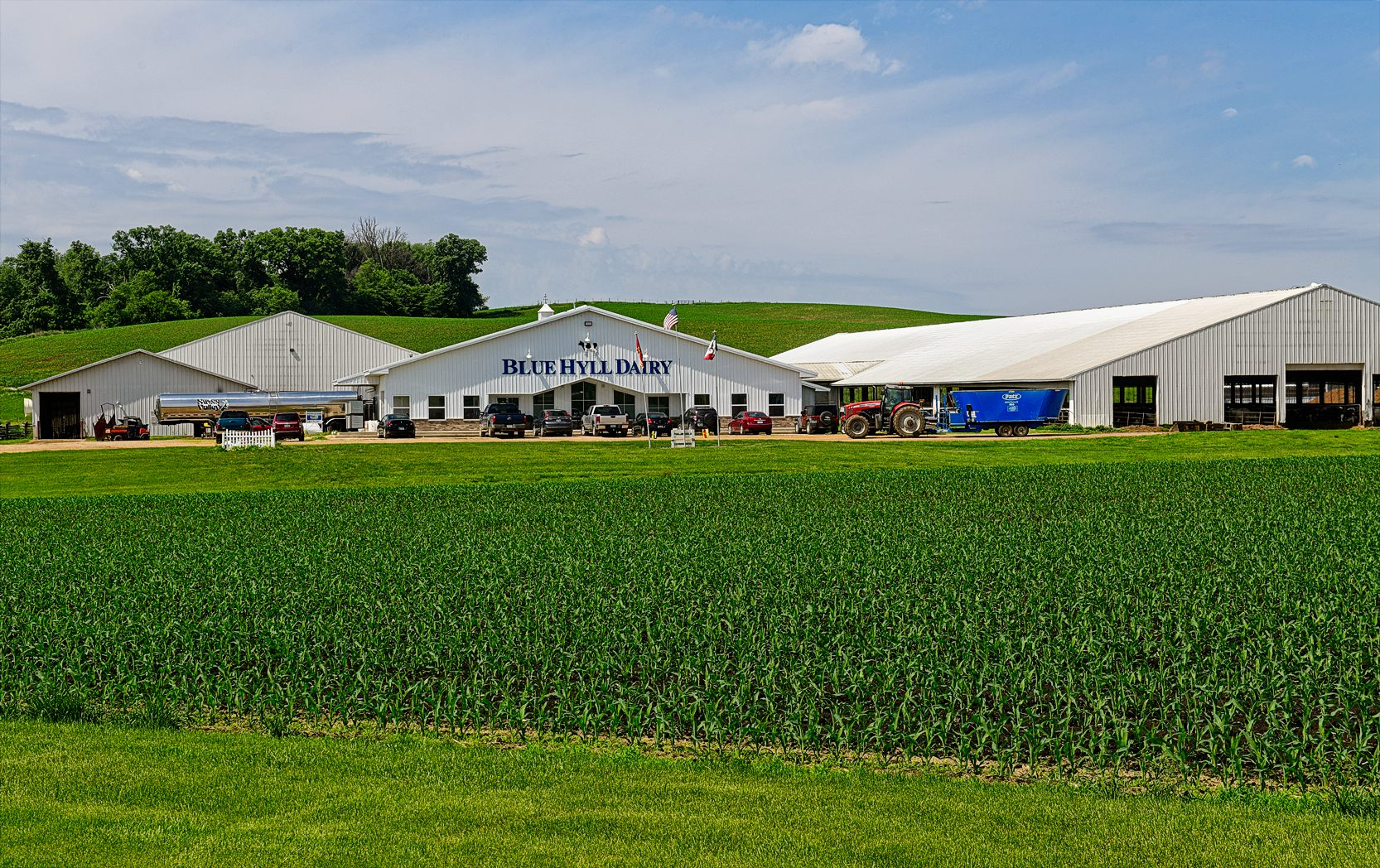 Blue Hyll Dairy is located outside of Clinton, Iowa. It recently completed a $6.5 million expansion featuring a cross-vent barn. Photo credit: Joseph L. Murphy/Iowa Soybean Association