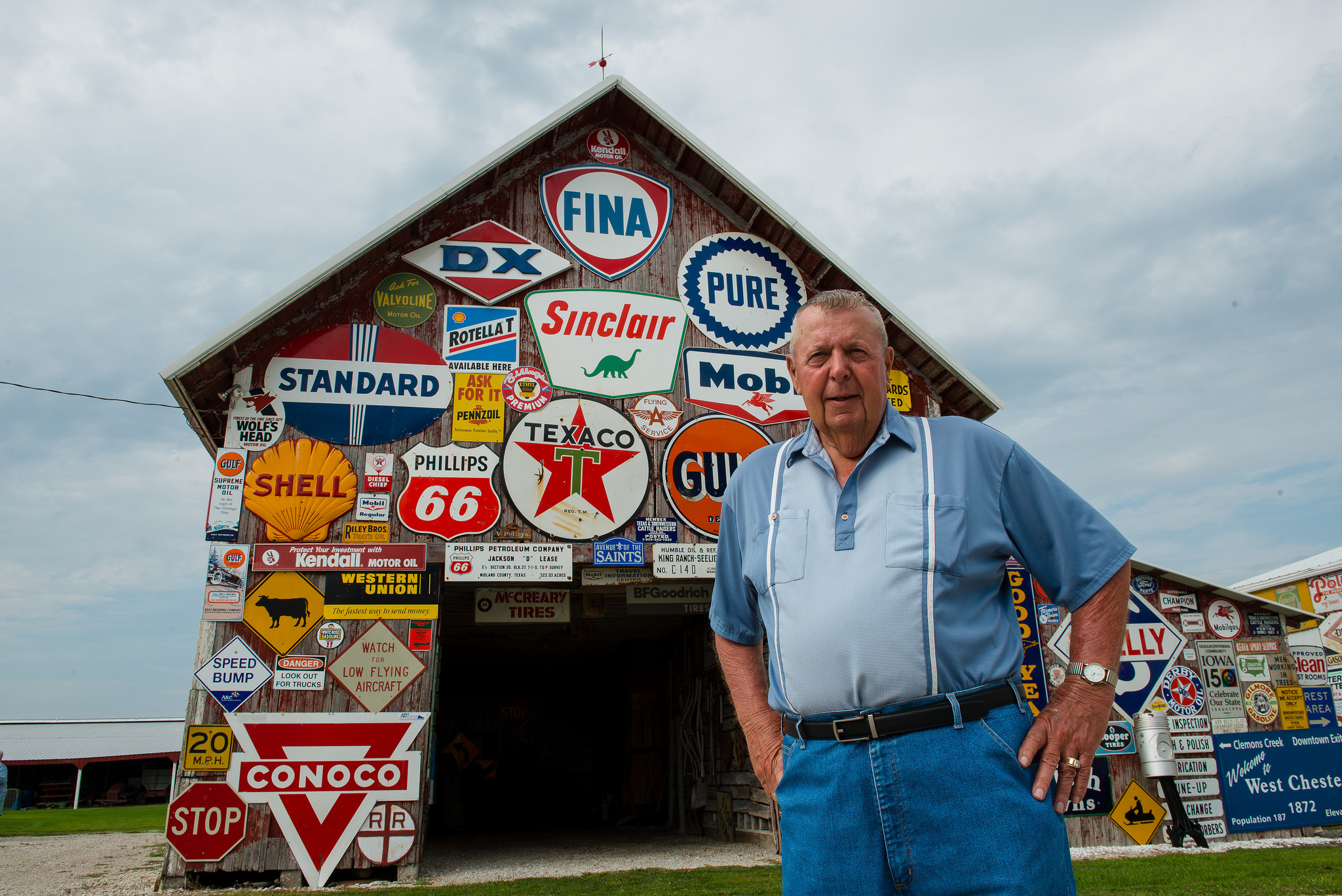 Hal Colliver has a sign extravaganza in West Chester. Photo credit: Joseph L. Murphy/Iowa Soybean Association