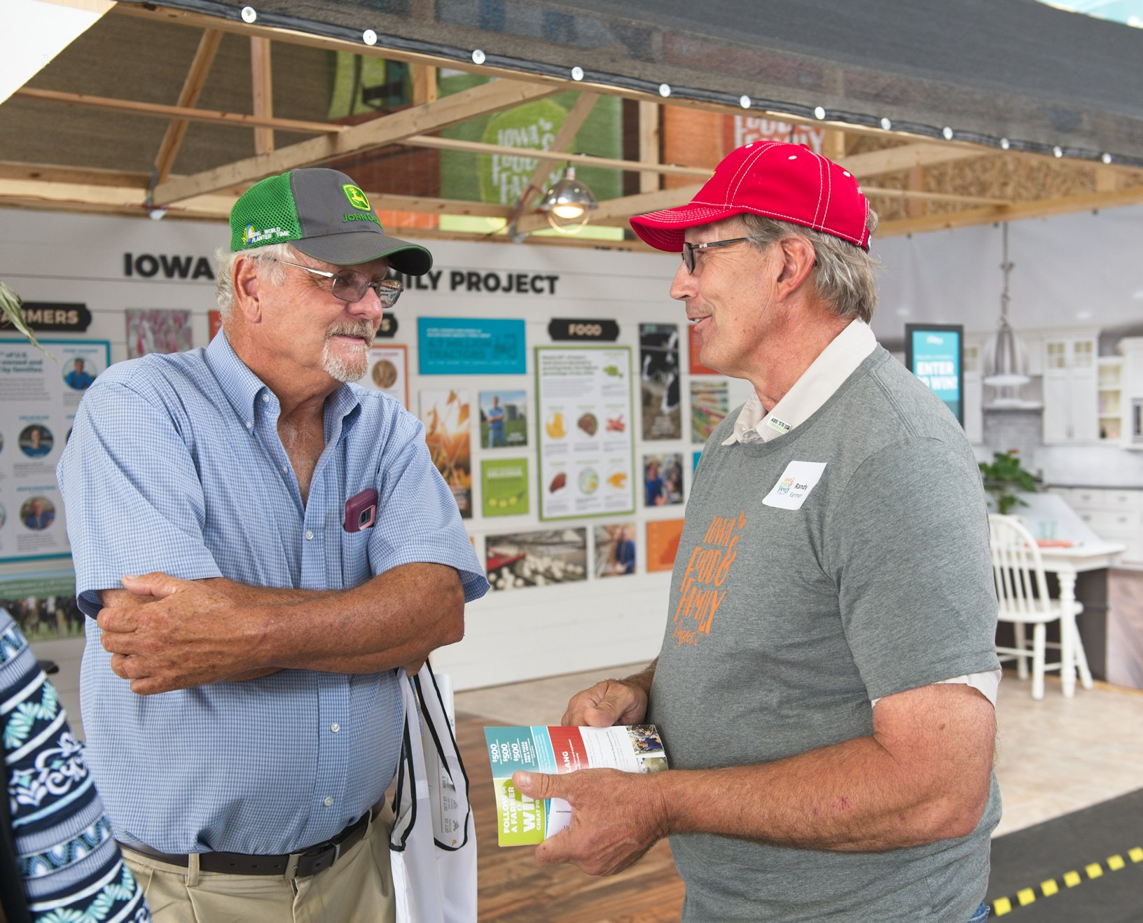 Randy Souder, a farmer from Rockwell City, volunteers at the Iowa FFP Iowa State Fair display. Photo credit: Joseph L. Murphy/Iowa Soybean Association