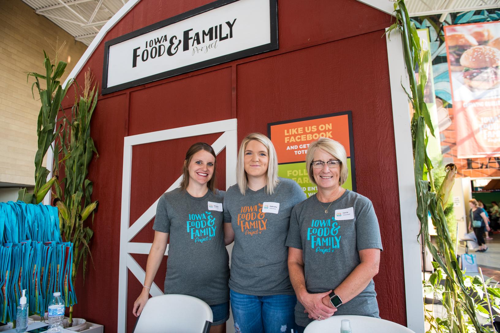 Volunteers at the Iowa FFP Iowa State Fair display. Photo credit: Joseph L. Murphy/Iowa Soybean Association