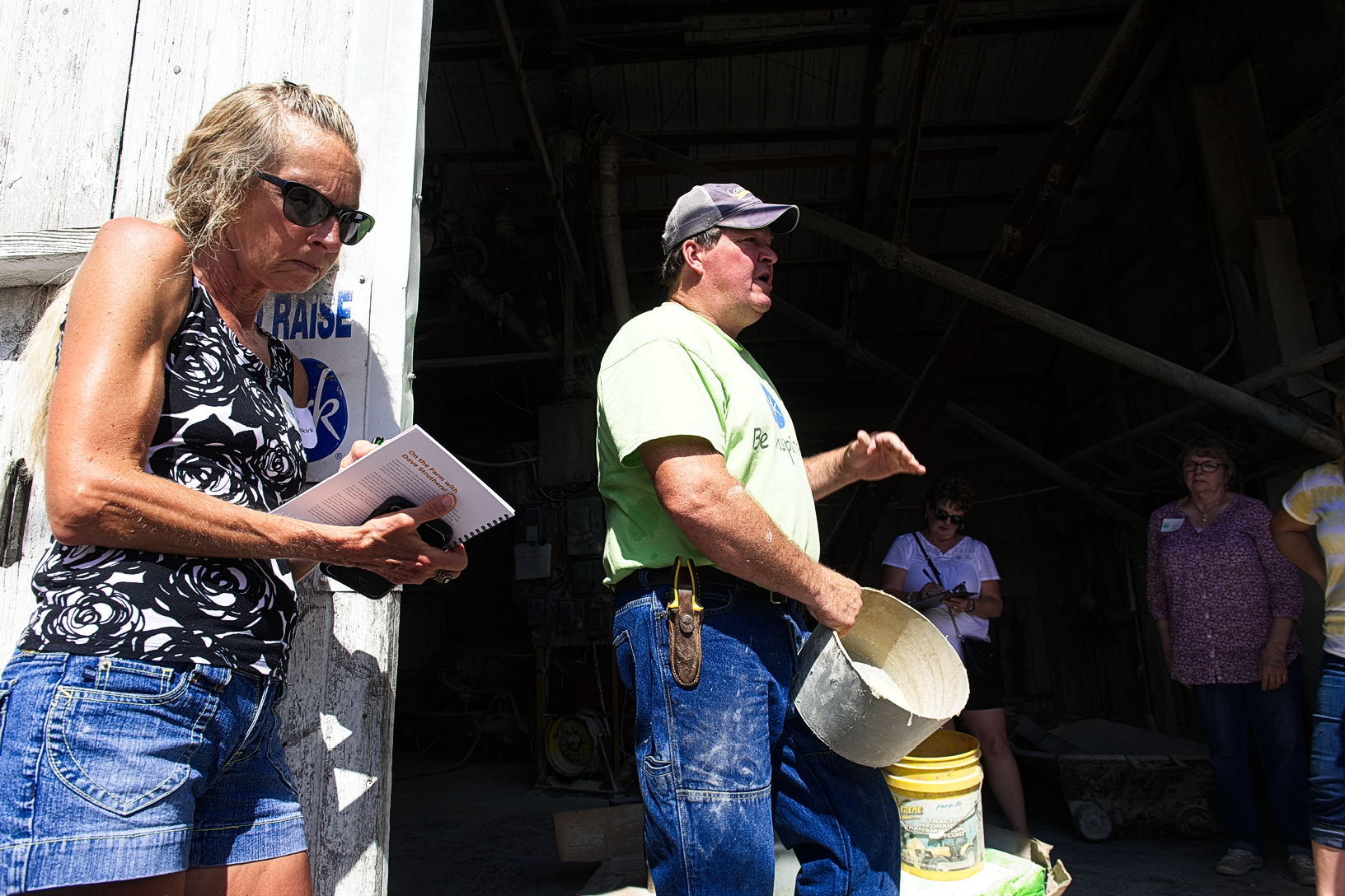 Dave Struthers shares how he got his start in farming with Food U participants. Photo credit: Joseph L. Murphy/Iowa Soybean Association