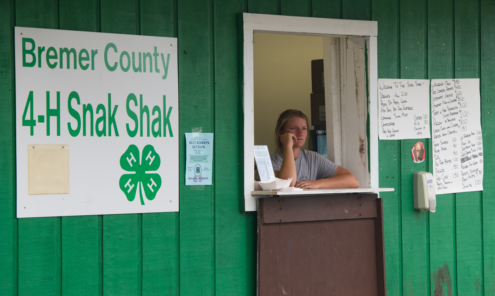 Taylor Flaig waits for customers while manning the 4-H snack shack at the Bremer County Fair. Photo credit: Joseph L. Murphy, Iowa Soybean Association