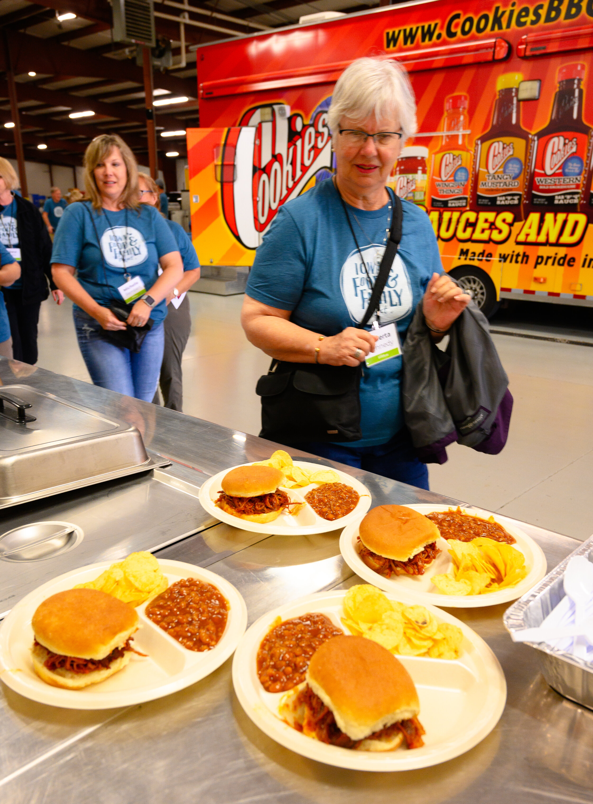 After a tour of Cookies Food Products, guests enjoyed pulled-pork sandwiches and baked beans… with Cookies BBQ sauce, of course! Photo credit: Joseph L. Murphy/Iowa Soybean Association