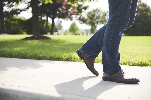 Man_Legs_Feet_Shoes_Walking_Male_Outdoors_Jeans_Sidewalk_872100_S_.jpg