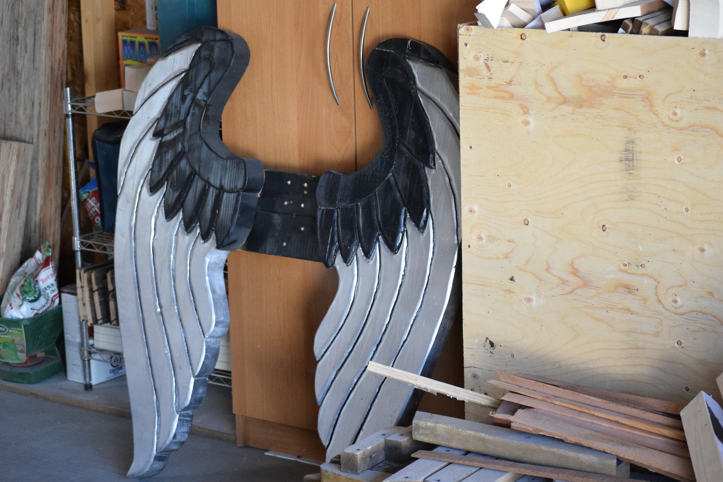 The Harley-Davidson wings.