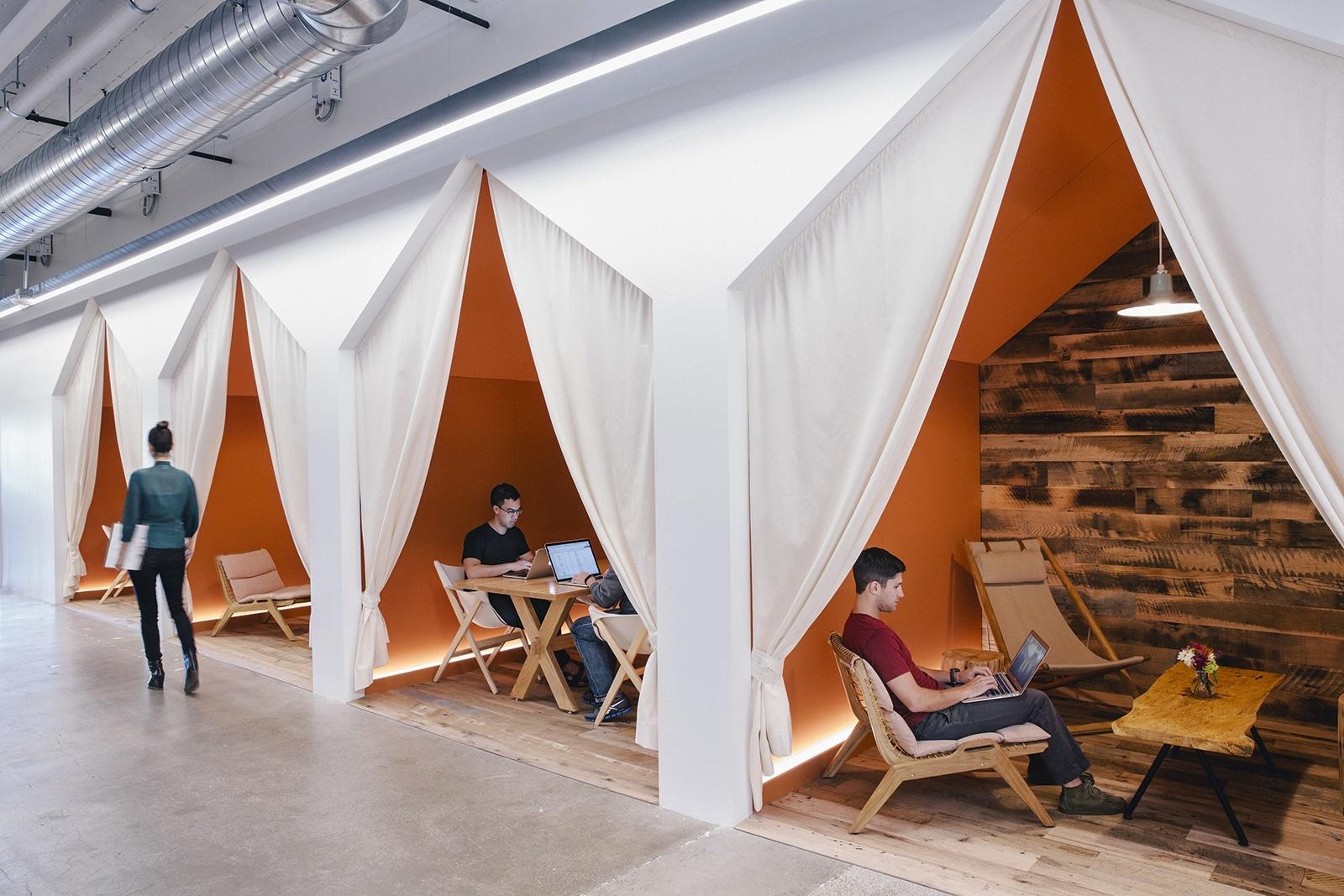 """Office do Airbnb em São Francisco. """"Belong Anywhere"""""""
