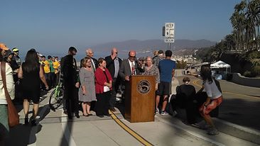 Mayor Tony Vazquez dedicating the reopening of the California Incline