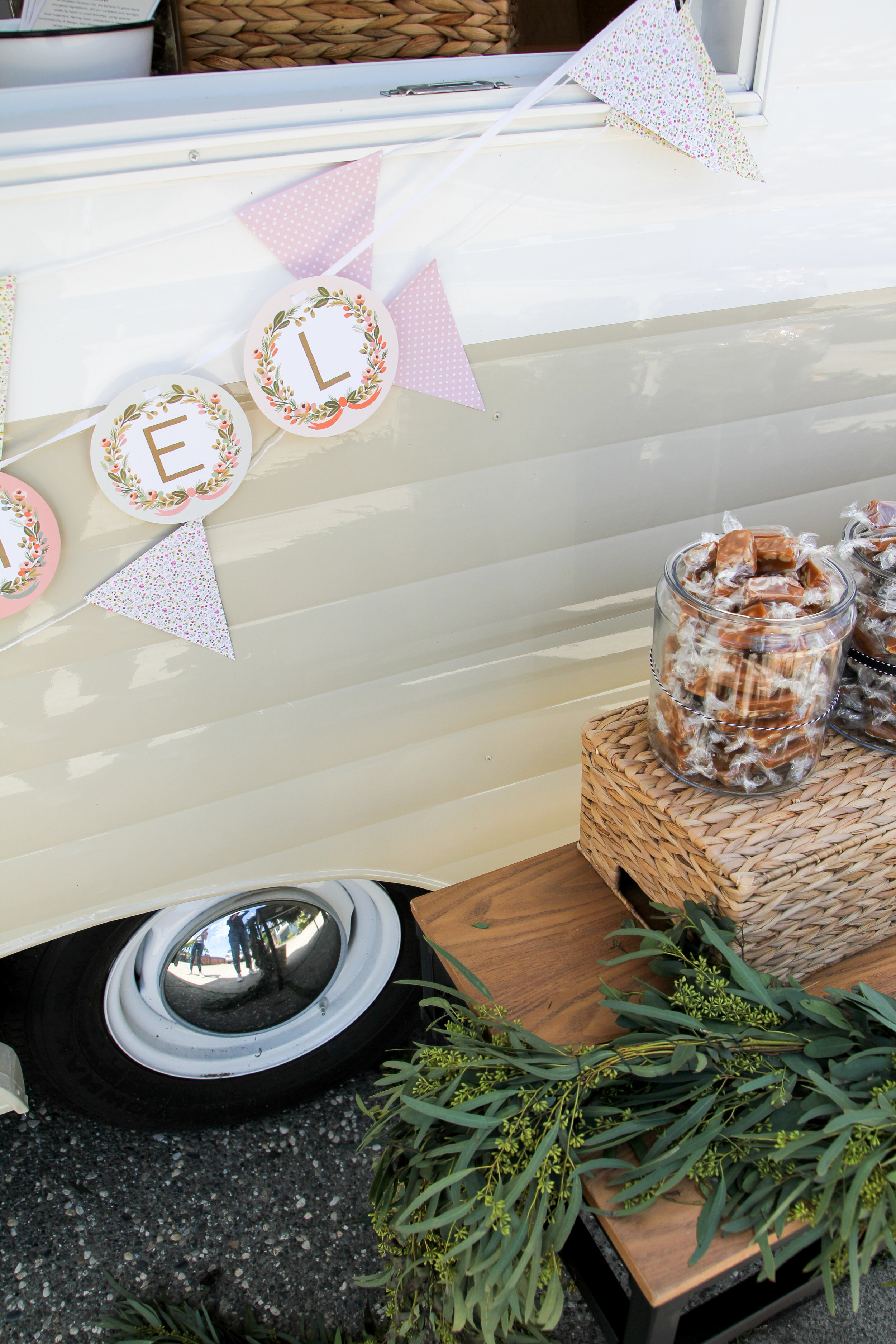 caramel caravan details