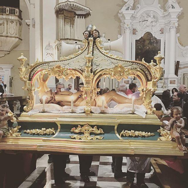 Good Friday con Cristo Morto a Vibo Valentia e Tropea (Calabria).