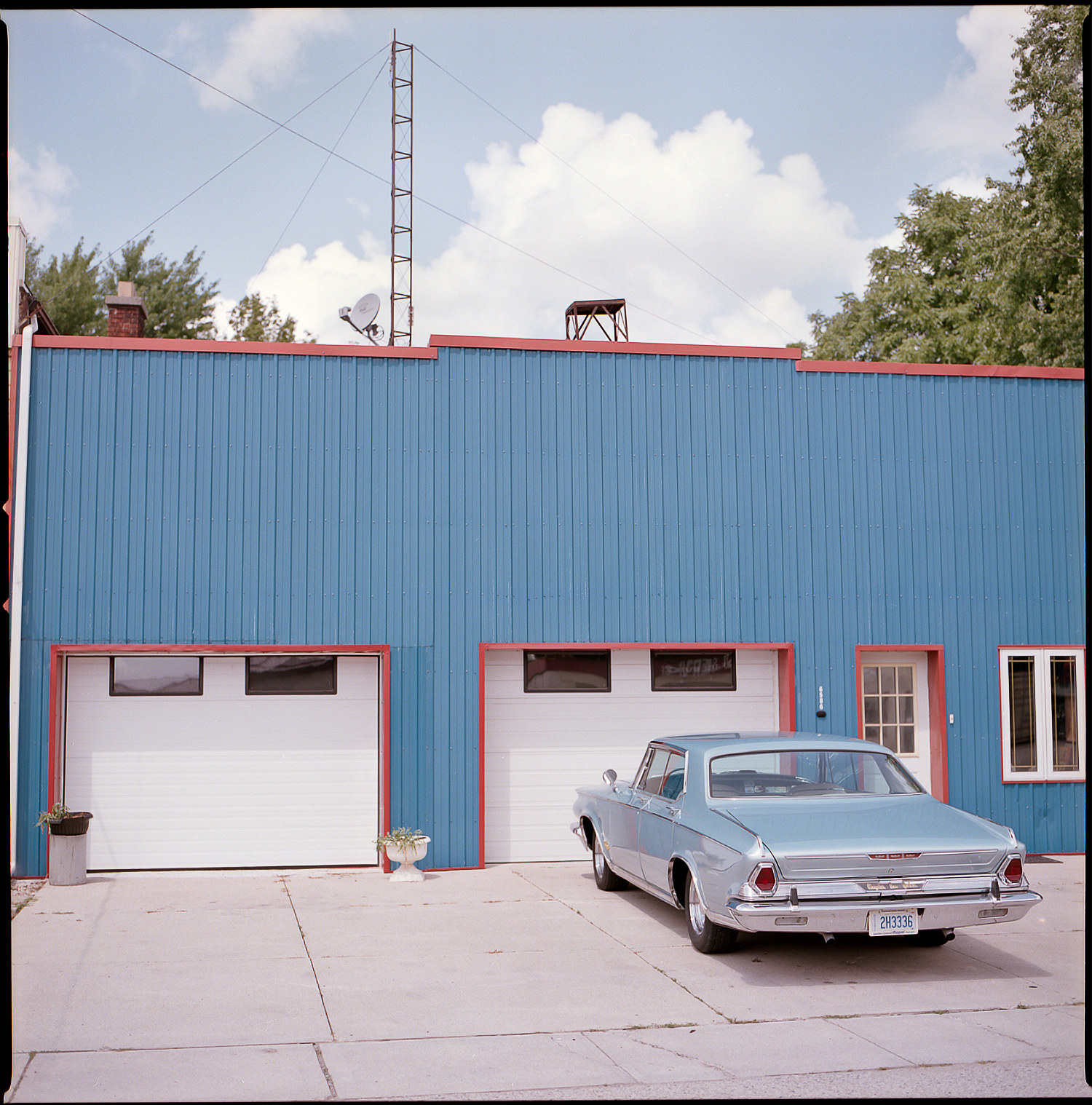 Kodak-Portra-160-Hasselblad-501CM-6x6-Chatam-Ontario-Vintage-Car-Blue-Palette-Hues.jpg