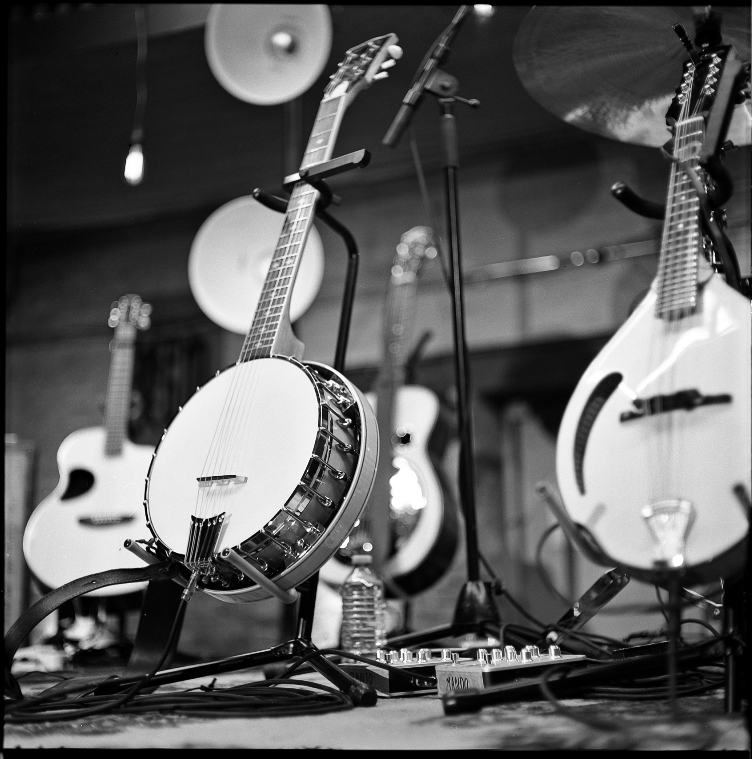 136-Kodak-TriX-400_CMT-Behind-The-Scenes_Banjo-Detail.JPG
