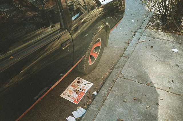 🚗📰 ⠀ ⠀ From my time spent in Brooklyn, NY in Fall 2017.⠀ ⠀ #pointandshoot #35mm #kodakprofessional #Gold200