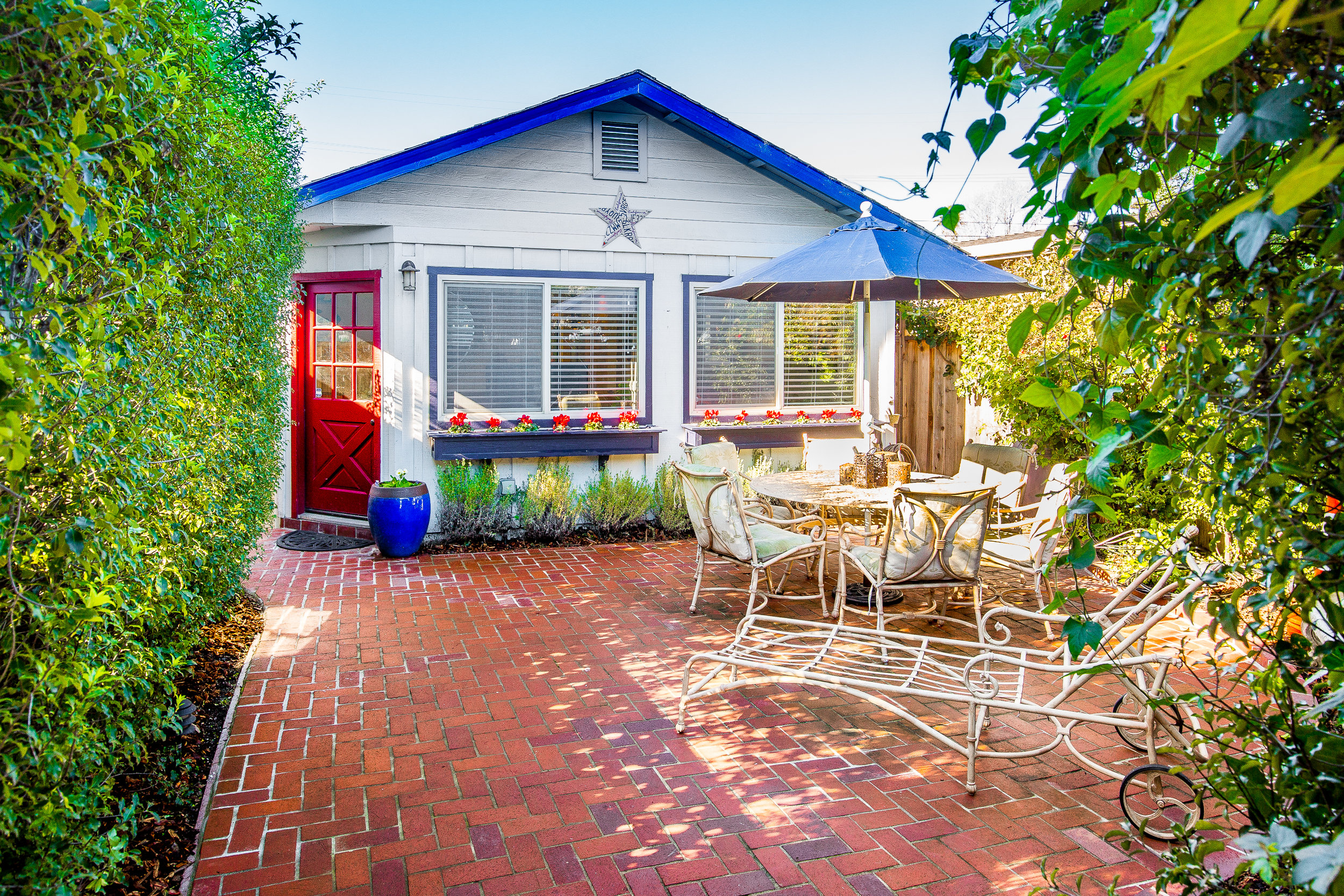 SOLD 573 Bethany Curve, Santa Cruz • $689,000  2 Bedroom, 1 Bathroom • 635 Sq. Ft.
