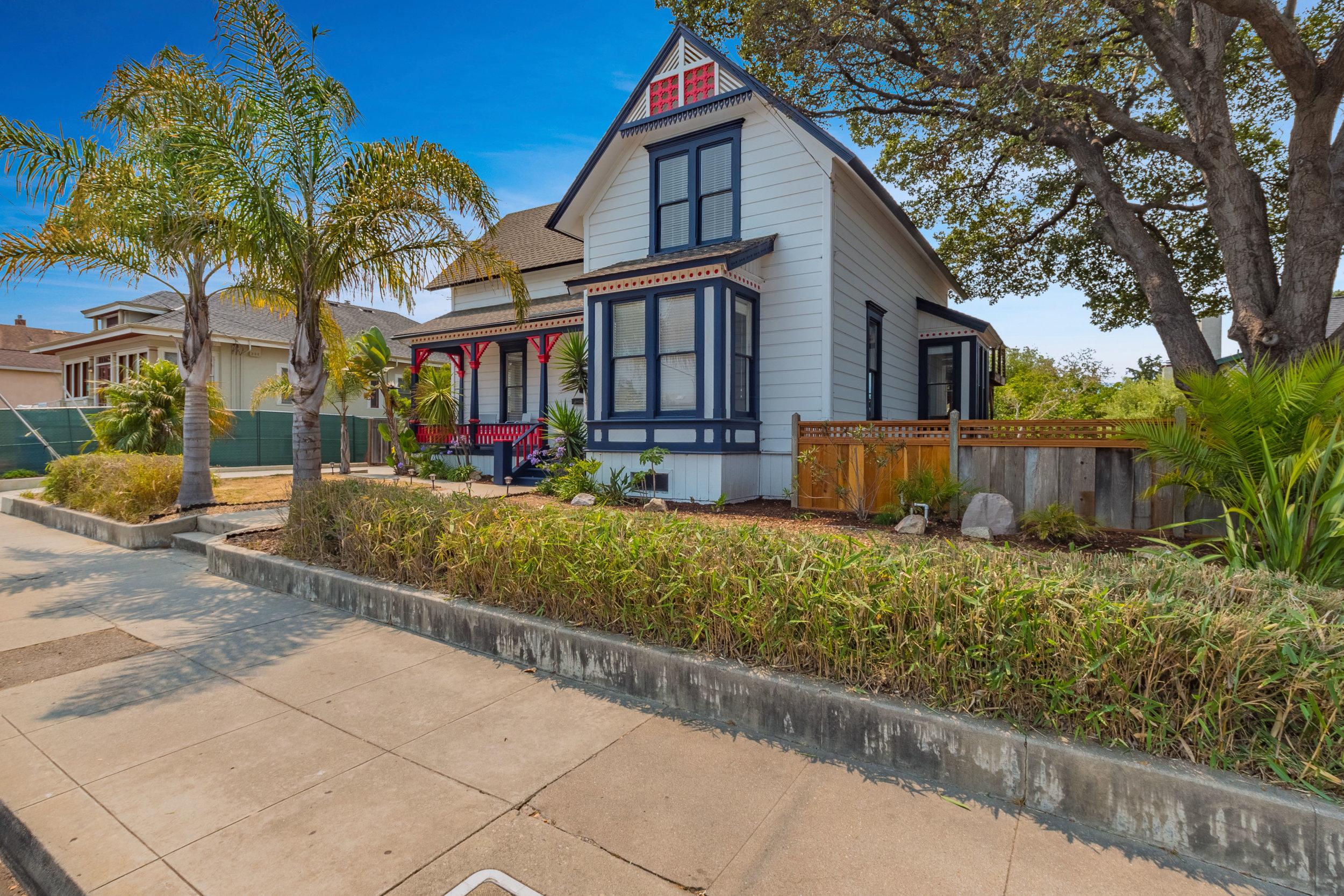Centrally Located Triplex in Santa Cruz.jpg