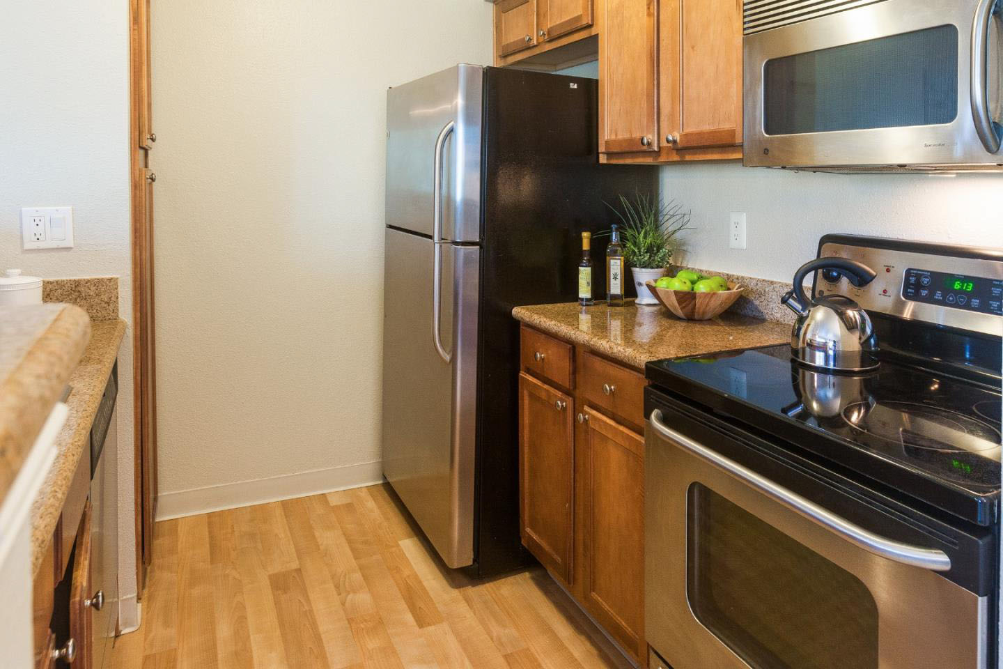Home Shared Garage & Equipped Kitchen In Westside