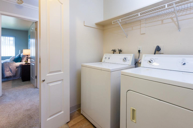 Ocean View Home 2 Bedroom & Shared Garage In Westside
